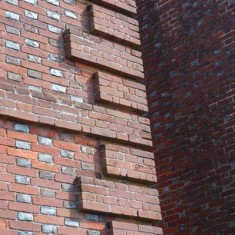 The corner brickwork and Flemish Bond construction.