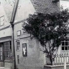 In the early 20th century, Arthur Smith ran the Post Office on new premises, opposite the George Inn, and also sold groceries.