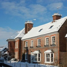 Brooklyn and Glenthorne House in snow, 2010