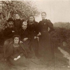 Katie, Lizzie, Evie in back row, William and Mary seated, with Ethel in front