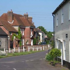 Barnards Corner  on right, and High Street with & Glenthorne House on left.