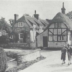 Frogmore in the 1930s. Mill Cottage, thatched, how has a tiled roof. The other cottage has been demolished.