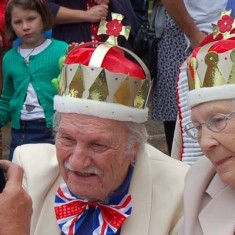Jubilee king and queen have their picture taken for the local paper.
