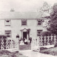 Mill House, Frogmore, with family of George Silk