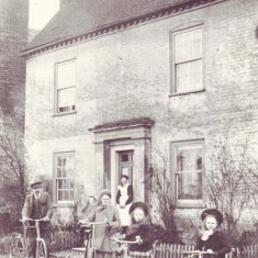 Nurse Micklam and family outside Barnards in about 1905. Nurse Micklam was a disttrict nurse and her husband was a baker.