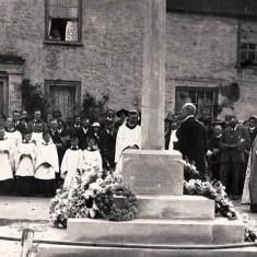 The dedication of the War Memorial in 1923. The plaque above the door of Barnards, LHS, shows that A Mullard, carrier to Portsmouth, plied his trade from here at this time.