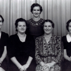 Harry Love's family of girls, left to right, Marjorie, Helen, Hilda, Eileen and Ellen (nee Stephens)
