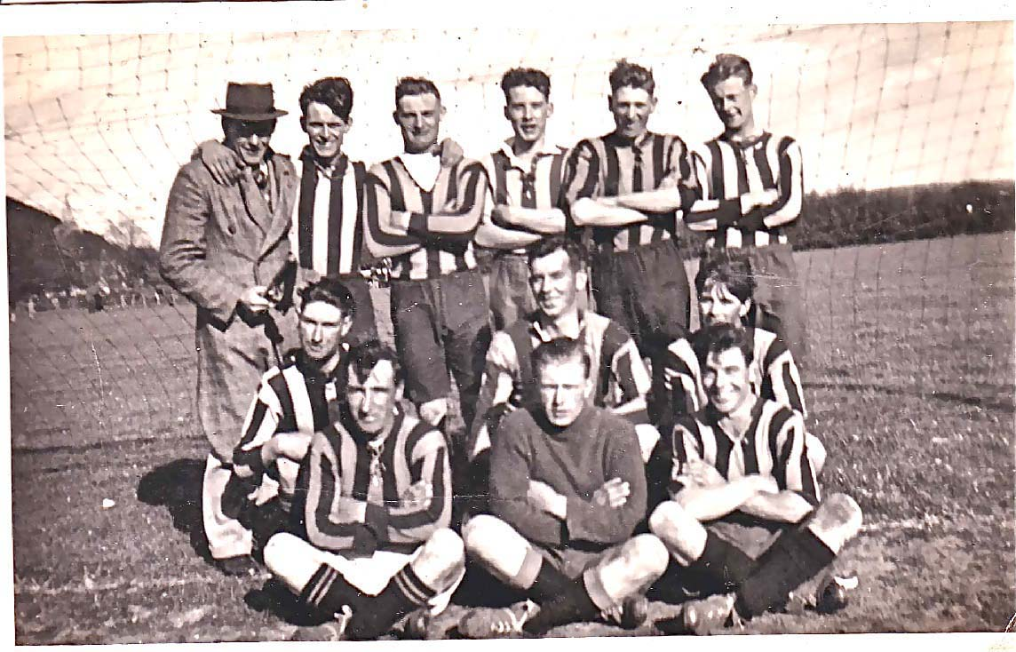 Back row, Bert Cole, Pat Fielder, Rory Lanham, Gus Cole, Gordon Maw, John James, Len Cannings, Jumbo Blackman, Front row, Tony Crockford, Pat Lanham, George Munday, Ginger Phillips, Terry Fielder, Jim Brown.