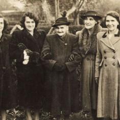 Nellie, Rose, Ellen (Mother), Maude & Lilly Christmas.