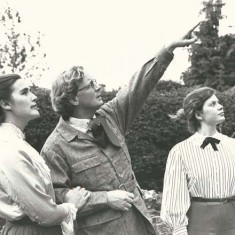 Cast of 'Enemy of the People', Court House Players, in Court House garden, 1983. Isobel Ballantyne-Dykes, Alastair Langlands, Jessica Cecil.