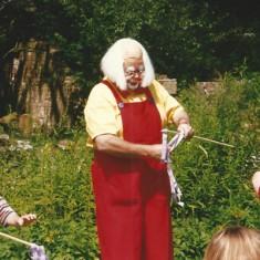 Clown entertains children