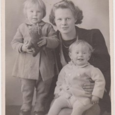 Jan 1945 Mary Bone with children