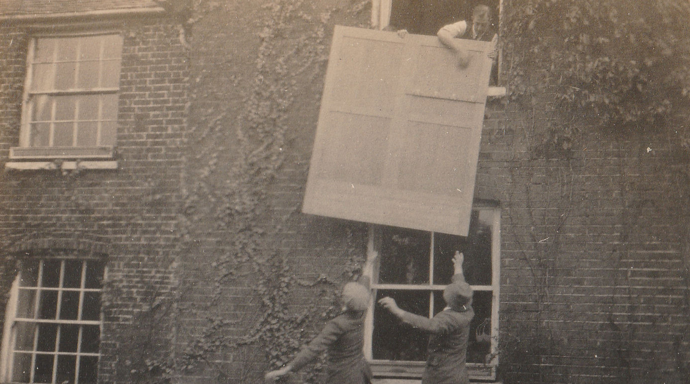 Lifting wardrobe to window of Coombe Cross, Oct 1924