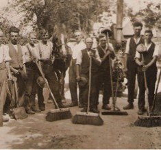 The photo captioned 'tar gang', which prompted Jim Cook's response. His father, Jack Cook, is in the centre, smoking a pipe.
