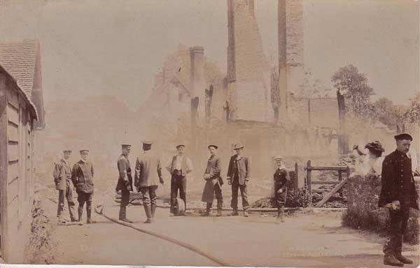 The ruins of Westbury House on the morning after the fire win November 1904.