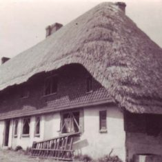 These cottages were restored and thatched in the 1930s by Horley Morder, who bought them in a dilapidated state.