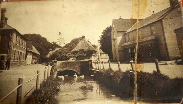 Looking east towards Hockley Cottage (since burned down) and Forge Sound. Parsons Store on right. 1920s?