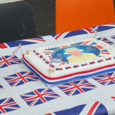 HM Queen cake
