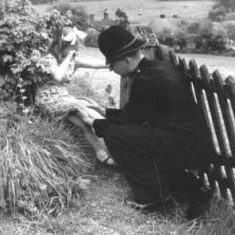 Helping little girl (Hazel Goddard, later Pamplin