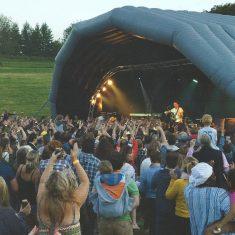 Rock star Frank turner performs at Meonfest 2017